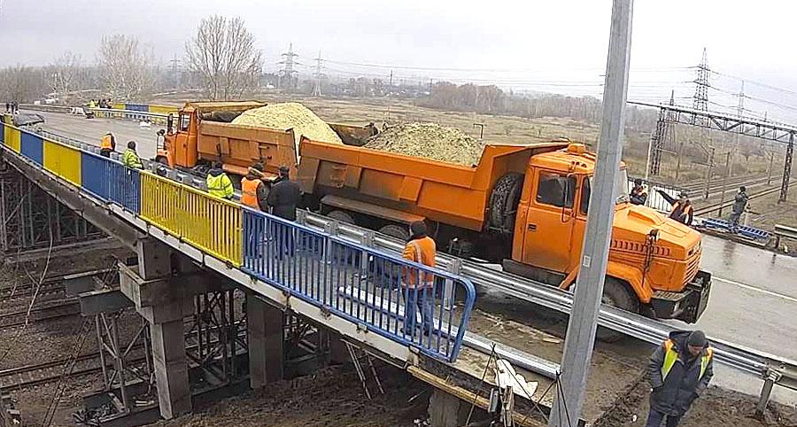 На окружной дороге испытали мост