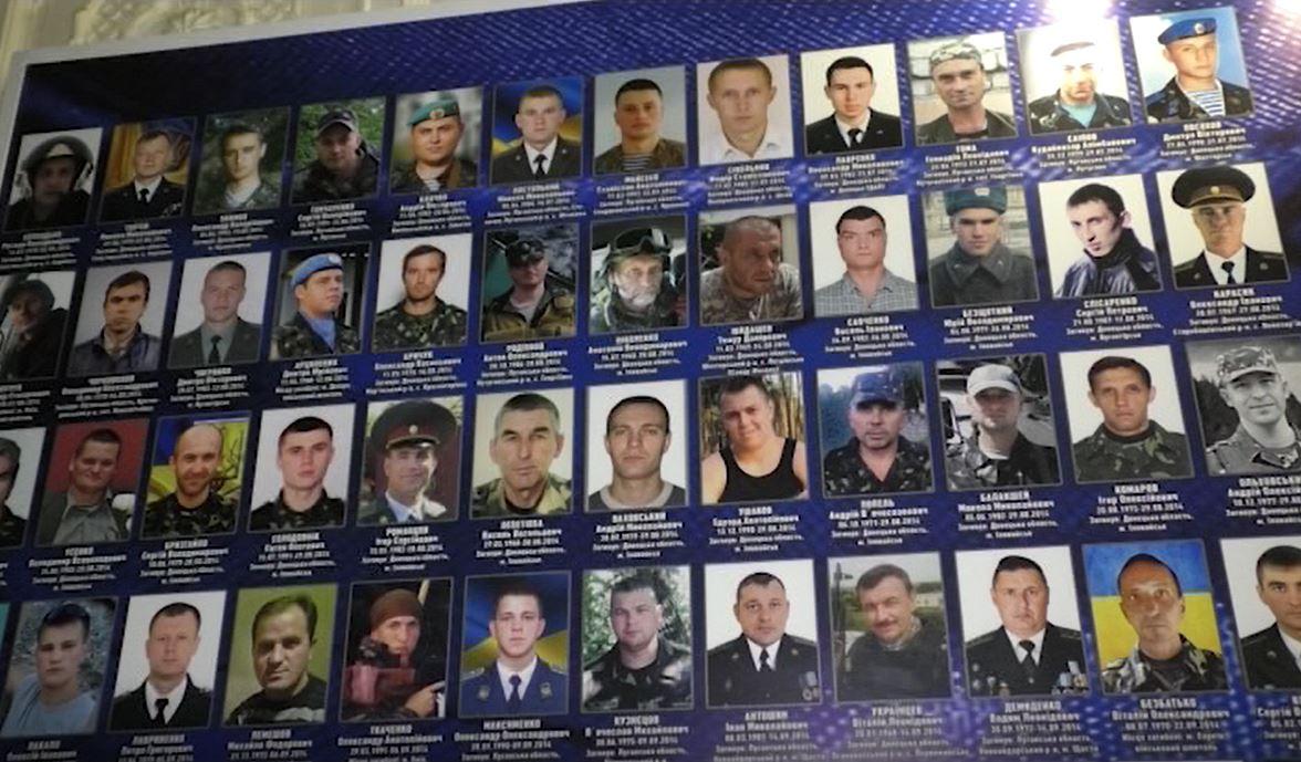 В областном военкомате установили стенд Памяти защитников Украины