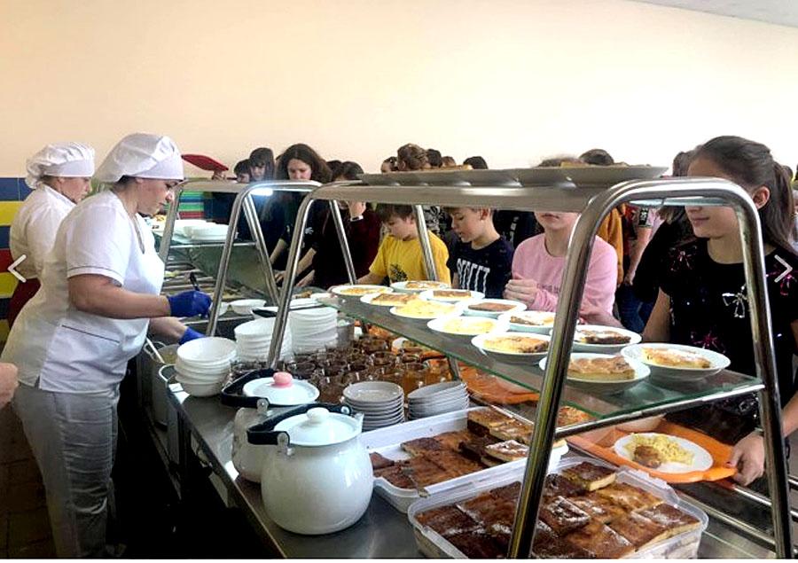 В Кирилловских школах все ученики питаются бесплатно