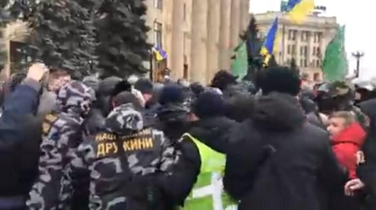 Русскоязычные харьковчане разогнали акцию «в поддержку русского  языка»