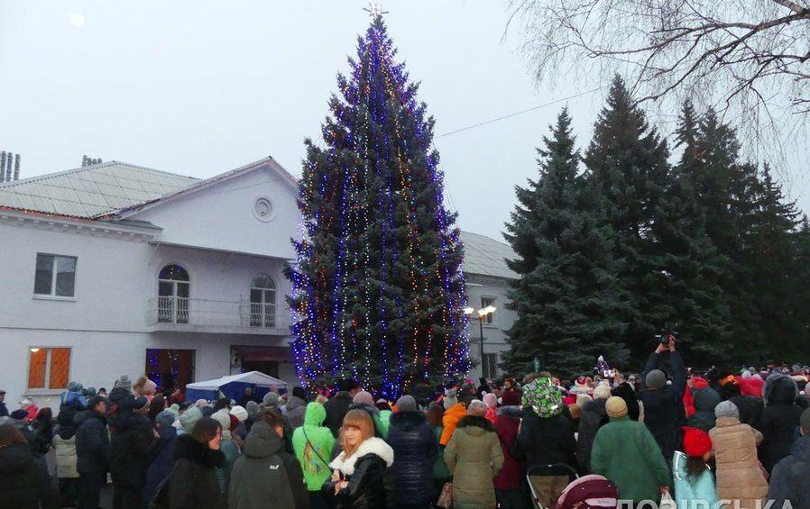 Рейтинг новогодних елок райцентров Харьковщины: где самая высокая?