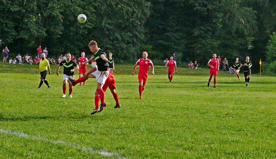 Недільний футбол передмістя: результати, таблиці