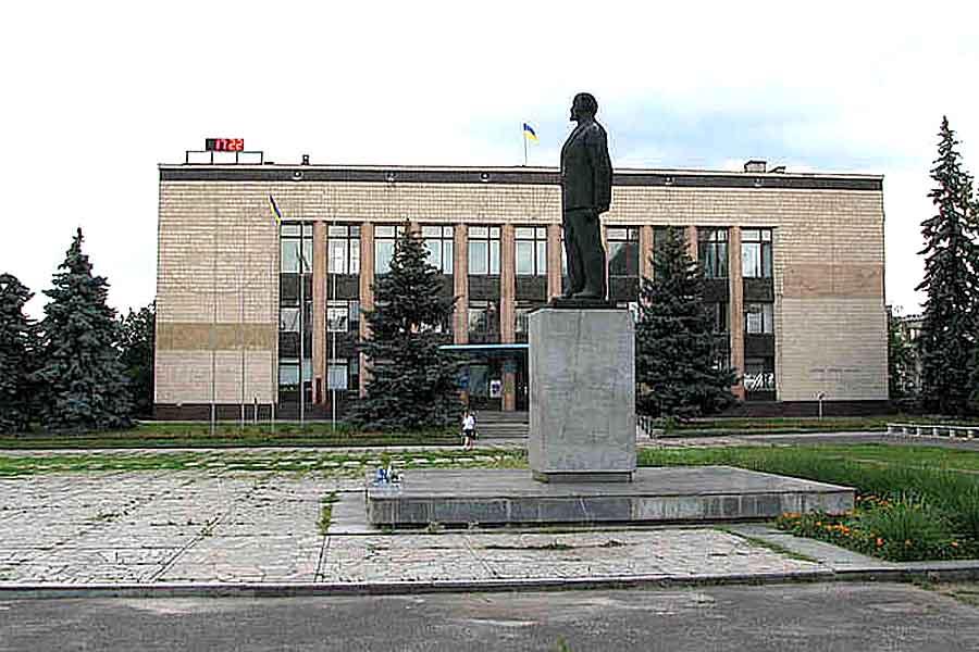 В Изюме продается памятник Ленину
