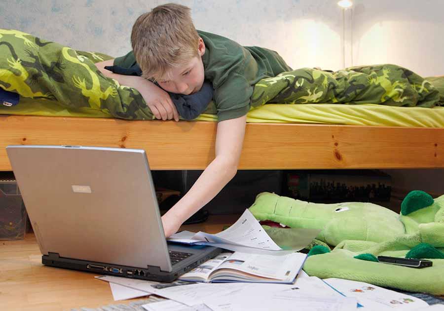 Школьные каникулы могут начаться только в июле