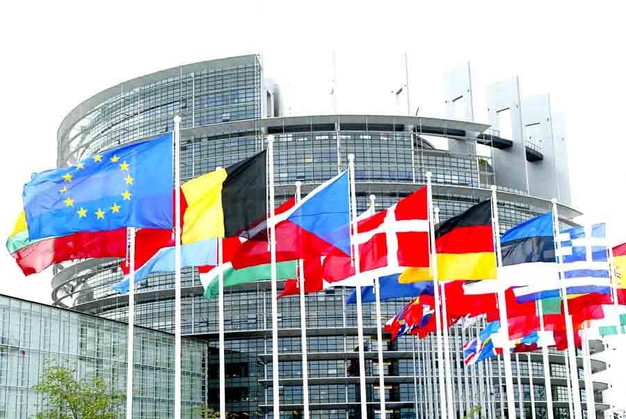 Парламентарии ЕС хотят отключить Россию от SWIFT