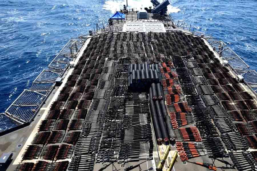 В Северном Аравийском море арестован корабль с оружием: видео
