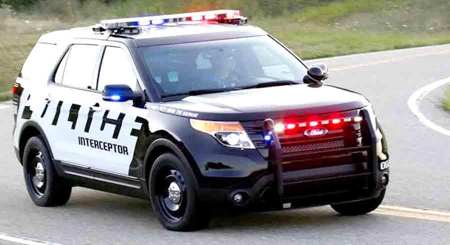 Угон двух автомобилей полиции за несколько минут: видео