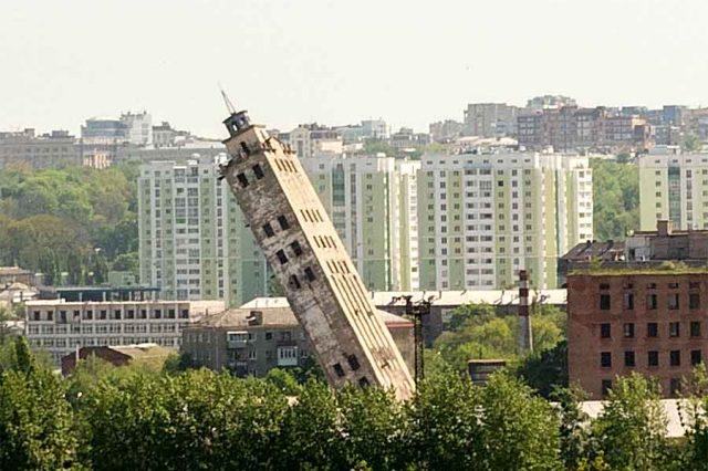 В Харькове взорвали башню элеватора: видео