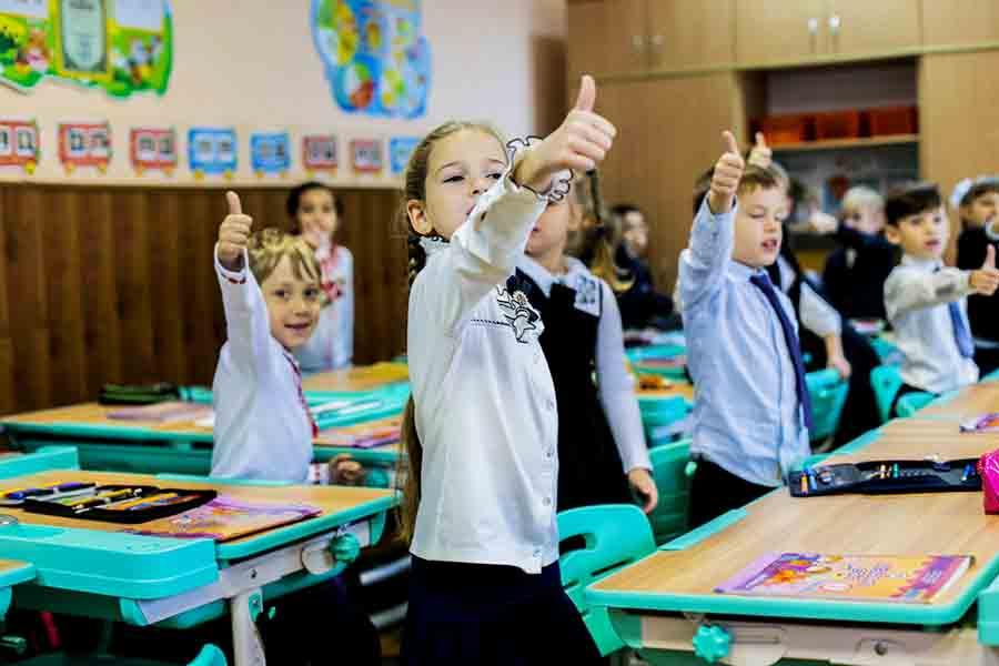 В четырех областях Украины учебный год закончится летом