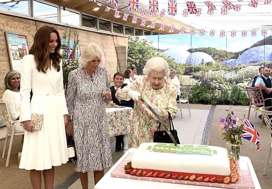 Елизавета ІІ провела прием для глав стран «Большой семерки»: видео
