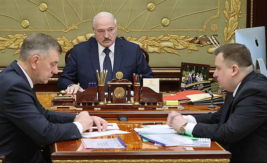 Лукашенко хочет вооружить всех белорусов