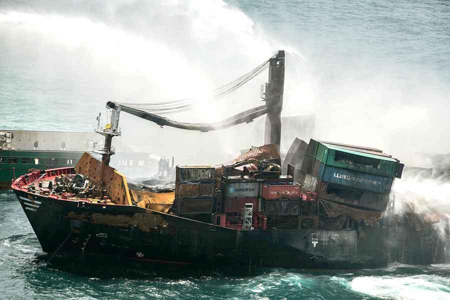 Туристам на заметку: Затонул корабль с химикатами
