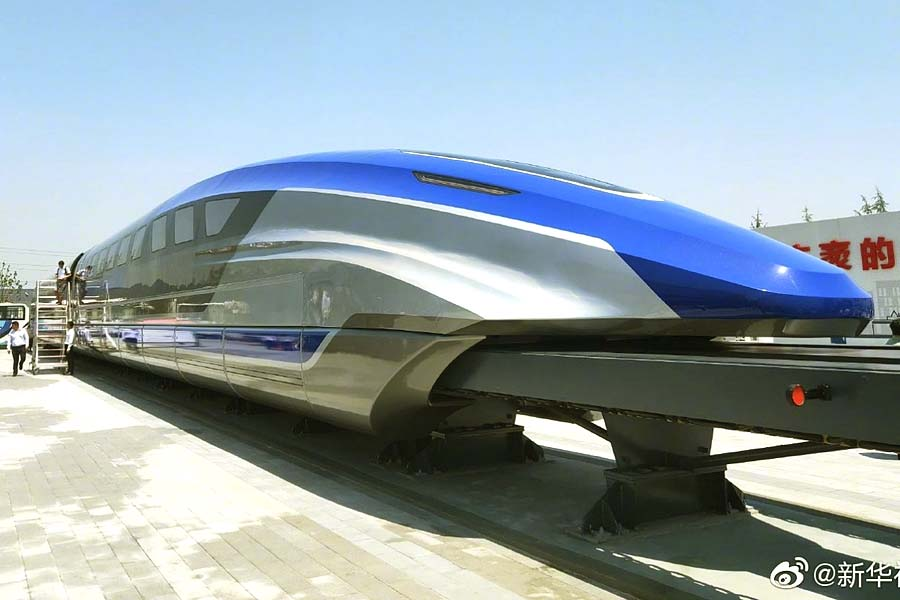 Поезд на магнитной подушке движется со скоростью 600 км в час: видео