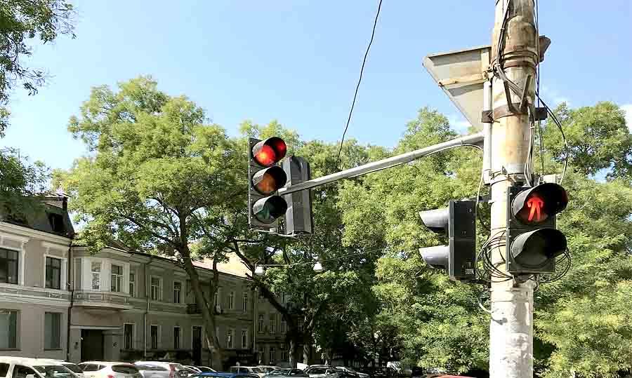 На перекрестках планируется установка умных светофоров